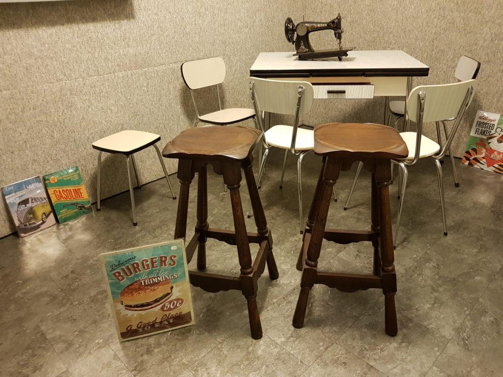 Mobilier Chaises Tables Tabourets Vintage & Moderne
