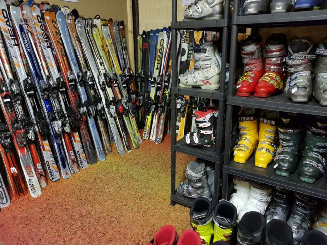 Skis & Chaussures de ski Snowboards Boots Casques & Bâtons
